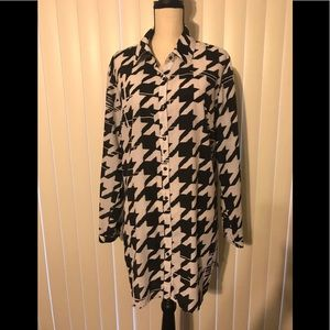 XL black and white button front tunic top